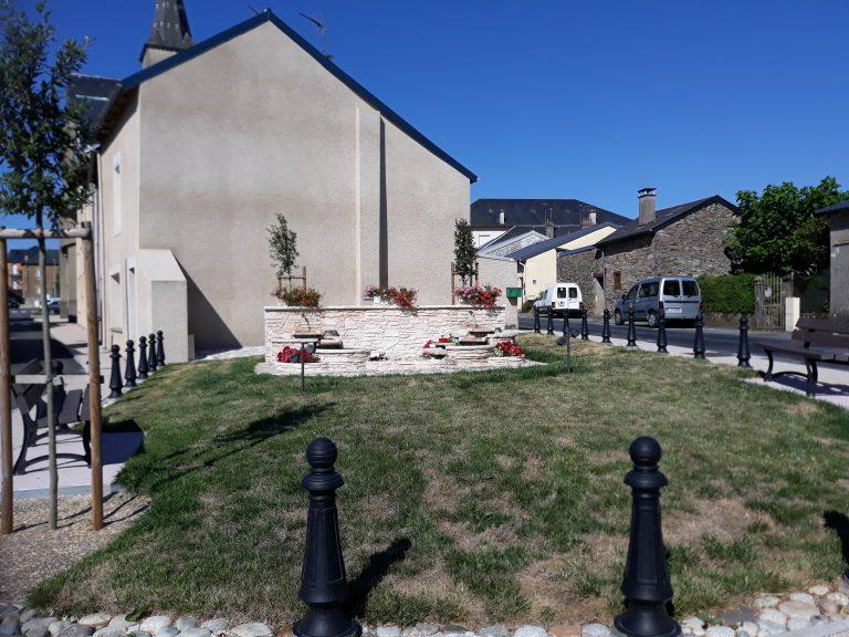 Fontaine entrée du village
